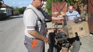 Българи с уникално изобретение: Трактор харчи по-малко ток от крушка