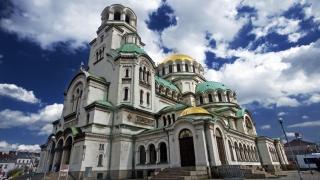 """Храм-паметникът """"Свети Александър Невски"""" чества 90-годишнина"""