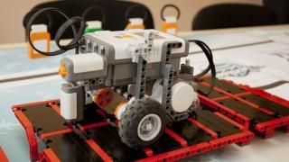 Роботиката се среща с космоса и медицината в студентски разработки