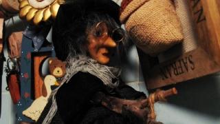 В Италия вещица носи подаръци, финландците на Коледа са на сауна