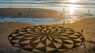 Пясъчният художник и морето