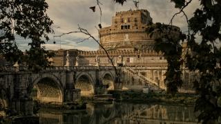Италия – пълноводна река от вплетени пръсти
