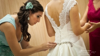 Голдън ретрийвър и патета пренасят годежни халки на наши младоженци
