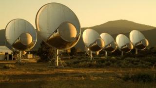 Учени прихванаха радиосигнал извън Слънчевата система