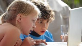 Как да научим децата си да са в безопасност онлайн
