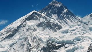 Еверест станал по-нисък след земетресението