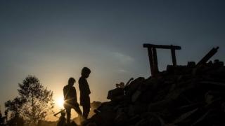 Фотографка разпродава снимките си и дарява парите на Непал