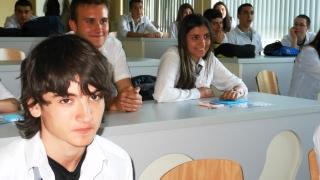 Десетокласничка от Варна получи отличие за добри дела