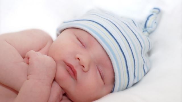 Станете доброволец в грижите за бебета в риск в столицата