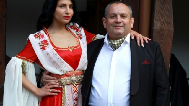 Пловдивска абитуриентка избра фолклорната традиция за тоалета си