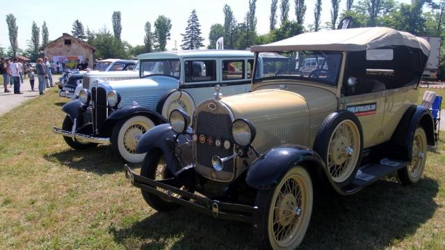 Американски ретро автомобили дефилираха в Банкя