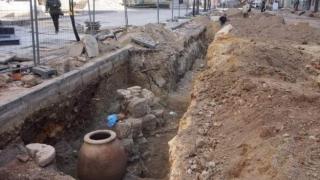 """Реконструират крепостната стена под църквата """"Св. Николай"""" във Варна"""