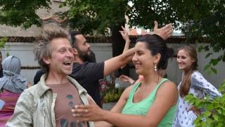 Младежи доказват, че българските села са щастливо място