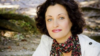 Писателката Изабела Шопова се среща с варненци днес