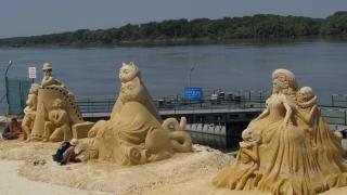 Чарли Чаплин и Българан – най-добри на пясъчния фестивал в Русе