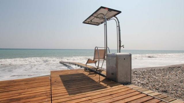 """""""Водно конче"""" помага на трудноподвижни хора да влязат в морето"""