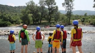 Деца бежанци опознават България на летен лагер