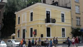 Нова фасада има къщата-музей на Вазов