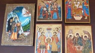 5 икони подари НИМ на параклиса над Сопот