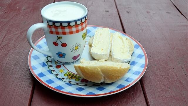 И мляко ще дават на децата в училища и забавачки