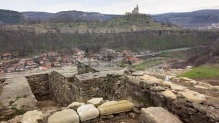 Сребърен кръст с разпятие откриха археолози на Трапезица