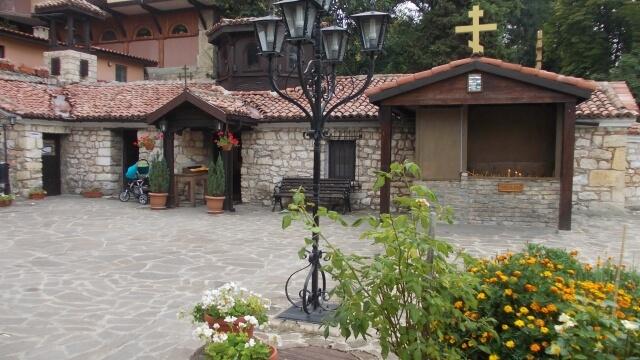 Мощите на св. Валентин се съхраняват в манастир край Варна