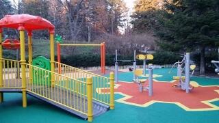 Ново поколение умни детски площадки никнат в страната