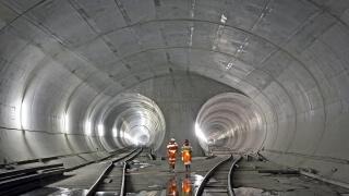 Вижте кой е най-дългият тунел в света!