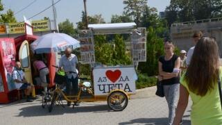 Книжарница-рикша тръгна из София