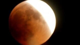 Супер луна и пълно лунно затъмнение в понеделник