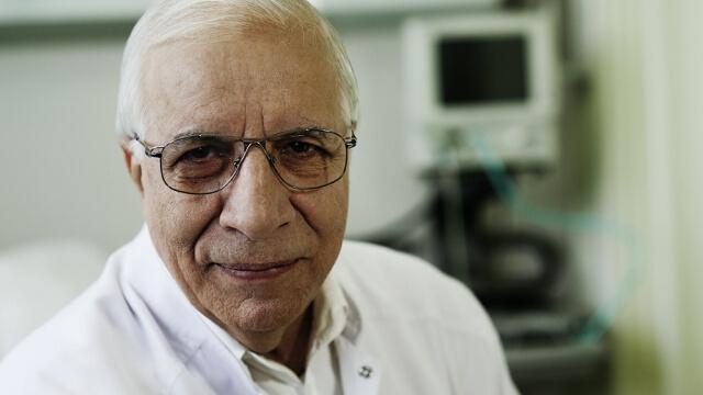 Проф. Чирков преглежда пациенти във Варна