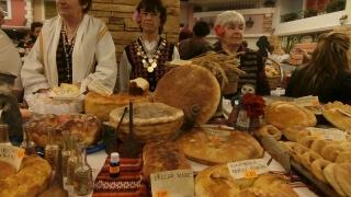 92-годишна баба се надпреварва в конкурсите на Празника на хляба