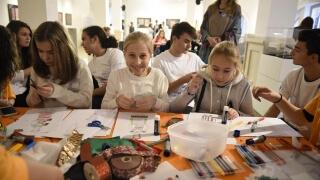 Деца правят пощенски марки в Музея за история на София