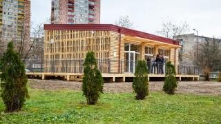 Класна стая от слама и глина изградиха в Казанлък