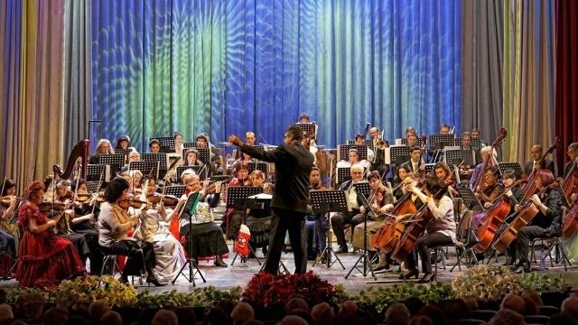 Коледен концерт с творби на Равел и Гершуин във Варна и Добрич