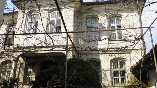 Бизнесът възстановява дома на съратник на Левски