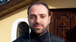 Как един свещеник от Варна помага на наркозависими